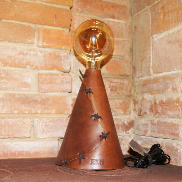 Авторская лампа светильник из кожи