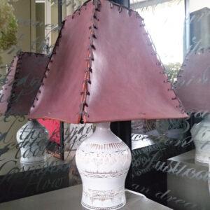 Лампа с абажуром из натуральной кожи