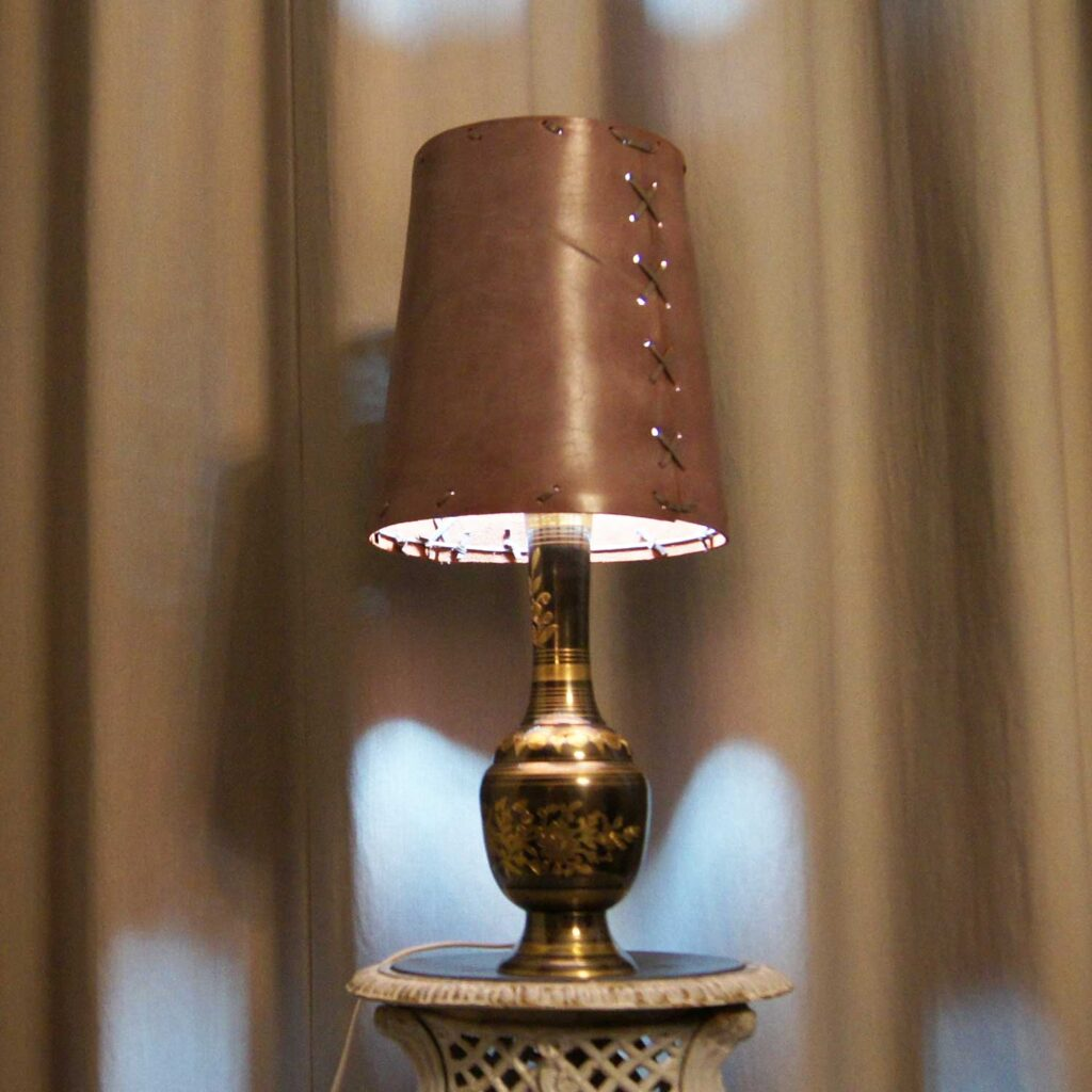 светильник кожа металл ваза