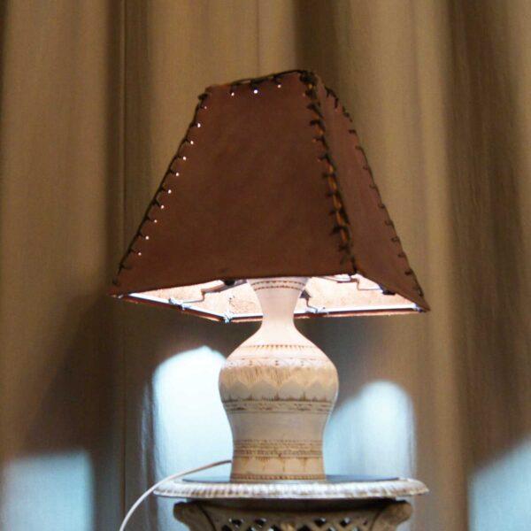 светильник кожаный дерево белый