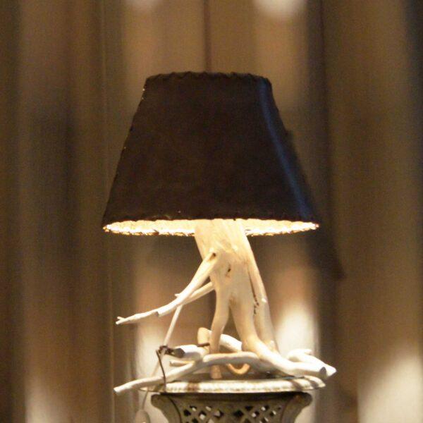 светильник корень белый кожа