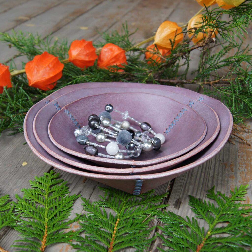 Кожаная декоративная тарелочка