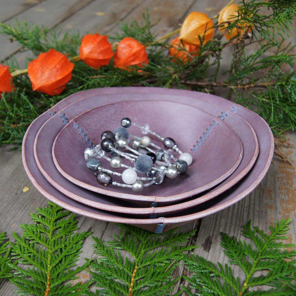 Кожаные декоративные тарелочки для интерьера